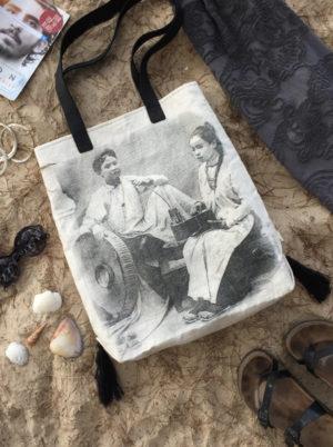 Beach bag - Femmes Riches - at the beach