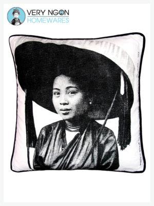 Cushion Cover - Standard w Piping - Femme au Grande Chapeau