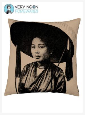 Cushion cover beige Hai Phong Grande Femme Chapeau large - incense