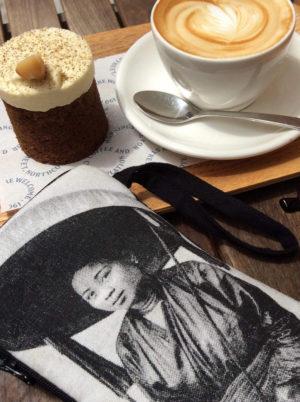 Phone pouch - Femme au Grande Chapeau & coffee