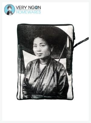 Tablet Cover - Femme au Grande Chapeau