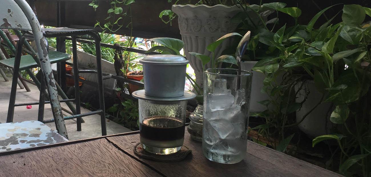 Ca phe sua da at cafe